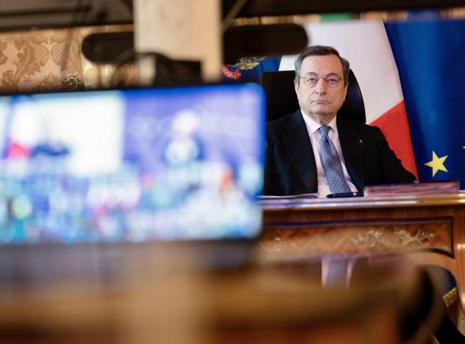 Covid, alleanze, difesa. Draghi al summit: all'Europa serve una bussola strategica