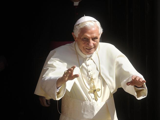Intervista a Ratzinger: «Non ci sono due Papi. La rinuncia di 8 anni fa? Credo di aver fatto bene»