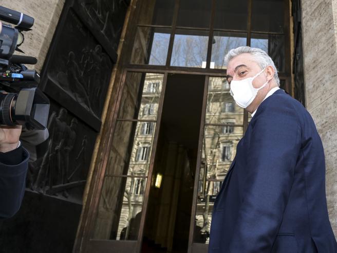 Domenico Arcuri, dominus dell'emergenza e parafulmine: così è caduto il commissario che amava la ribalta