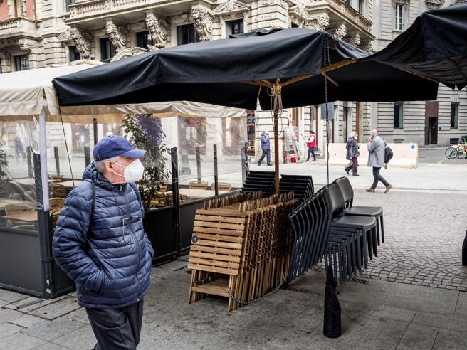 Covid, il governo Draghi fissa la soglia critica: nuovi divieti in arrivo. L'incubo dei 40mila contagi al giorno