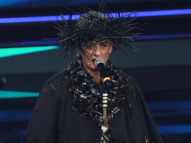 Sanremo 2021, Fiorello: «I primi due minuti sul palco con le sedie vuote sono stati terrorizzanti»