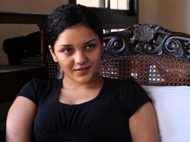 Egitto, Sanaa come Zaki: «Rapita» dalla polizia, in carcere per i post