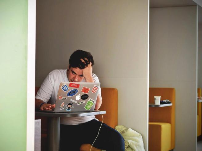 Lavorare a Milano' Il 40% (sempre) in smart working, attacchi d'ansia per 1 su 2