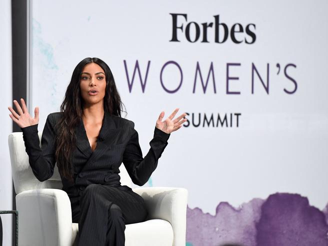 Kim Kardashian è miliardaria: è entrata nella lista annuale di Forbes (con altre 62 donne)