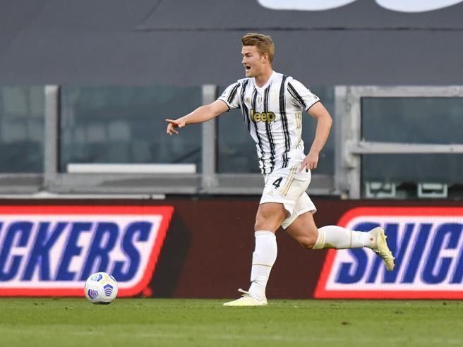 Juventus-Napoli 2-1, pagelle: De Ligt dominante, Chiesa invasato; Hysaj affettato, Insigne freddo