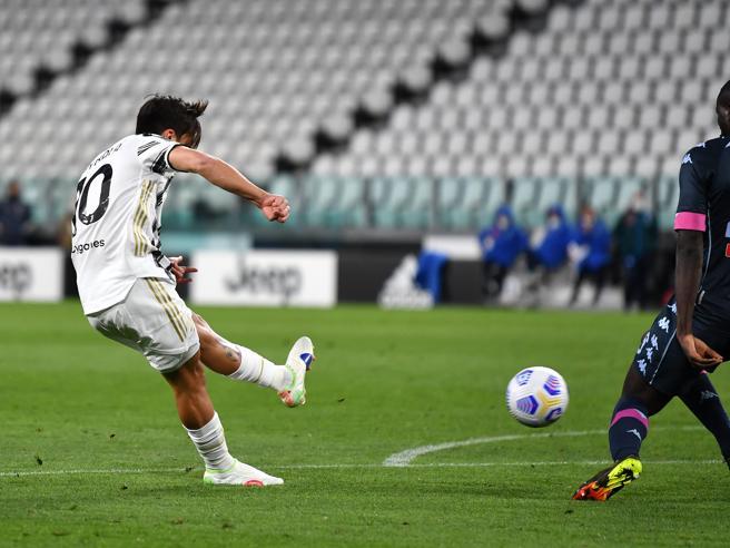 Juventus-Napoli 2-1, festa Dybala: torna e segna dopo Ronaldo. Scavalcata l'Atalanta