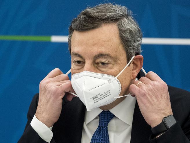 Draghi |  «Vaccinare prima  tutti gli  anziani |  con che coscienza  la gente salta le file?»