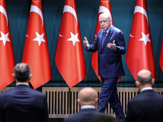 Draghi |  «Erdogan? Un dittatore» |  tensione tra l'Italia e la Turchia