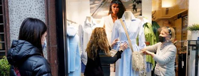 I preparativi in una boutique di Milano