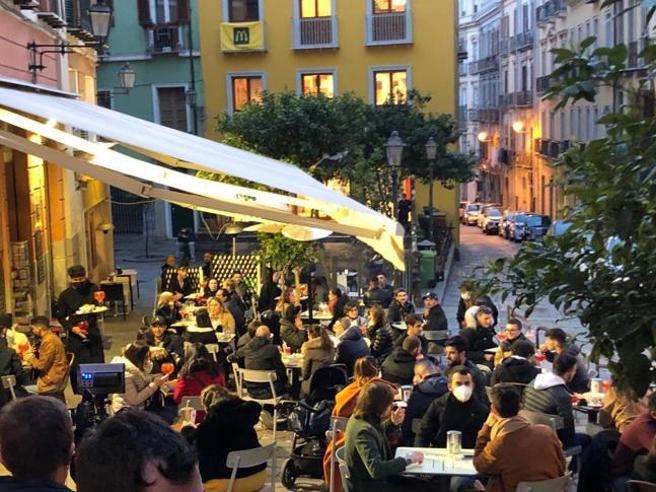 Sardegna, festeggiò il compleanno nell'ultimo giorno di zona bianca: muore 81enne, altri 43 contagiati