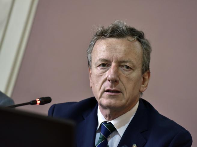 Battiston: «L'Italia ha più morti perché ci basiamo sull'Rt, si guardi invece il numero degli infetti per decidere sulle chiusure»