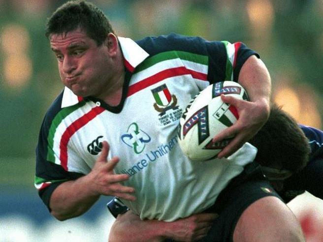 Massimo Cuttitta morto per il Covid a 54 anni: rugby in lutto, fu il pilone della Nazionale