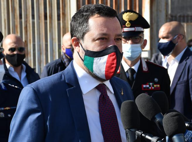 Salvini: «Riapriamo subito, dove si può» | De Luca: «Dopo gli over 80 in Campania non vaccineremo più per età»