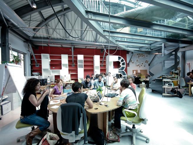 L'ufficio «in condivisione» tra le grandi aziende. E la scrivania si prenota via app