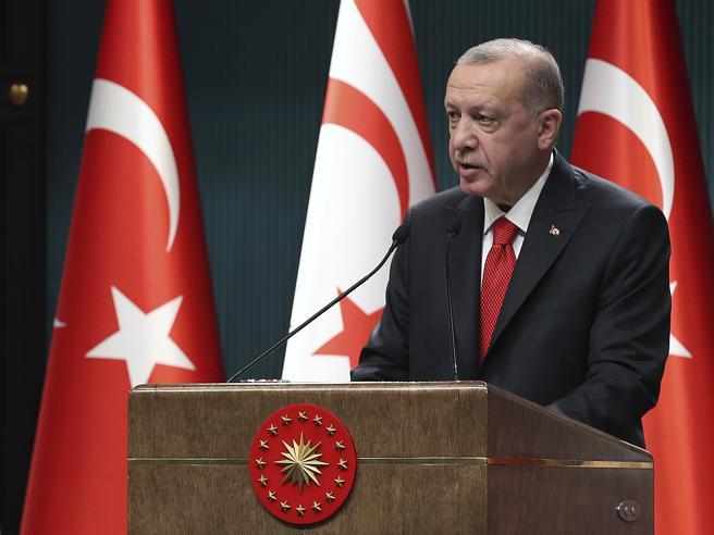 Erdogan nell'angolo passa all'attacco, solidarietà bipartisan a Draghi
