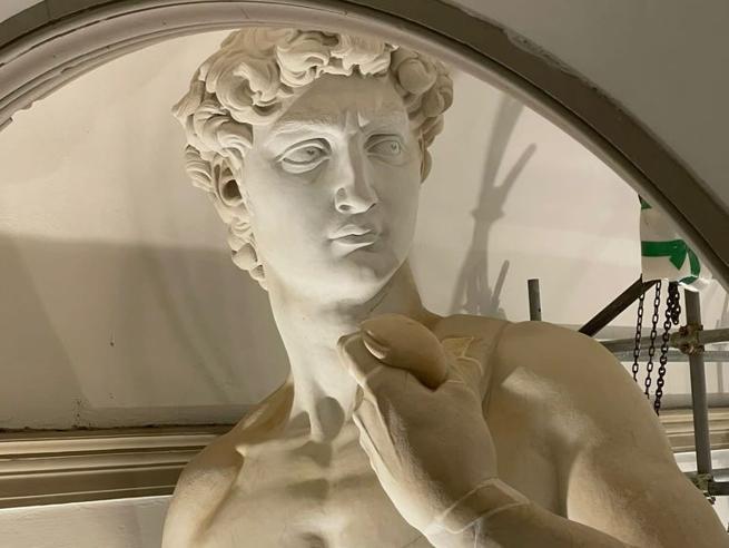 Expo Dubai, la statua-gemella del David di Michelangelo: «Impresa straordinaria, ma mai come il vero»
