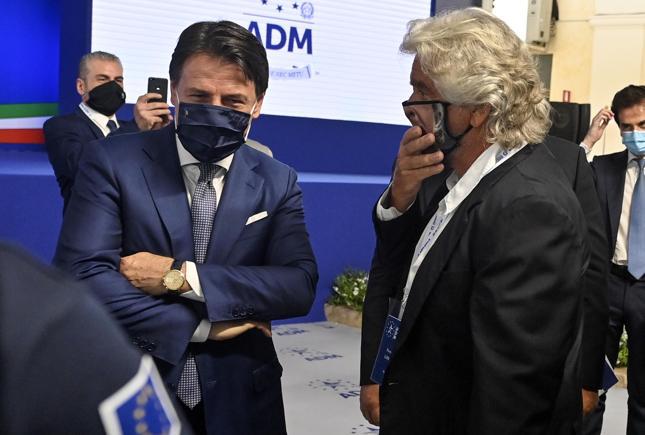 M5S, Conte chiede a Grillo di azzerare il Movimento e pensa al nuovo simbolo