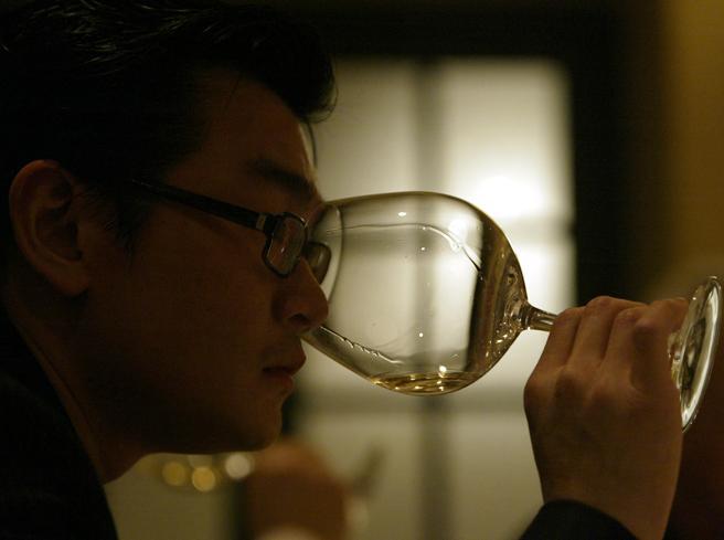 Rudy Kurniawan espulso dagli Stati Uniti: storia del più leggendario falsario di vini di sempre