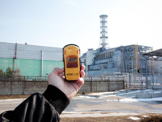 La Francia allunga la vita alle vecchie centrali nucleari. Greenpeace: «Rischi anche per gli italiani»