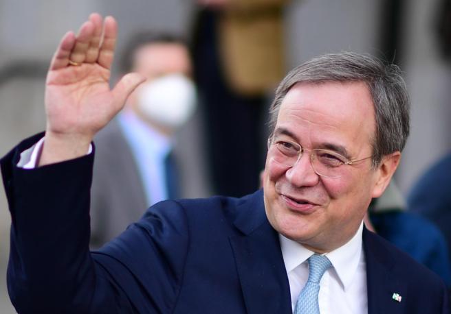 Germania, Armin Laschet sarà il candidato cancelliere della Cdu. Chi è l'uomo che deve raccogliere l'eredità di Merkel