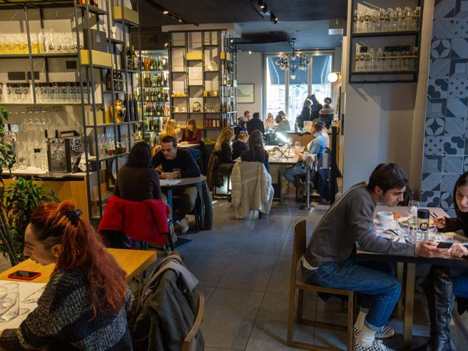 Green Pass Alto Adige, la ministra Gelmini ferma l'app per andare al ristorante al chiuso