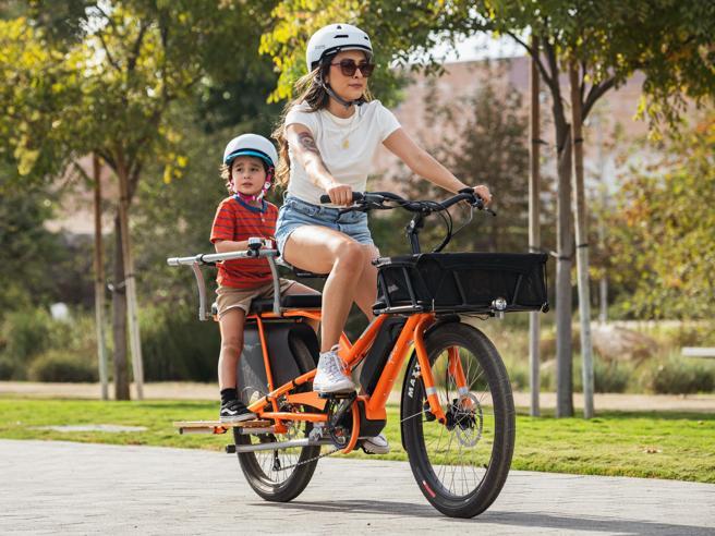 Bici elettriche, le novità 2021: dalle cittadine alle cargo, a quelle con il passeggino