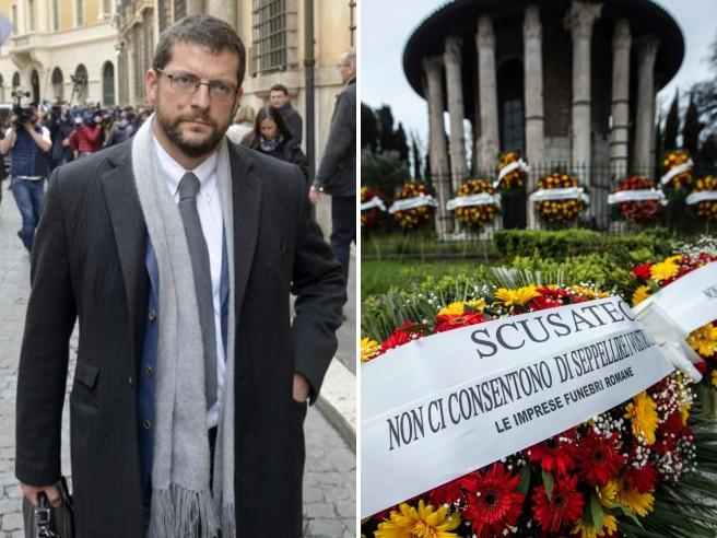 Andrea Romano, deputato pd, e il figlio morto: «Da due mesi non riesco a seppellirlo. Raggi si vergogni»