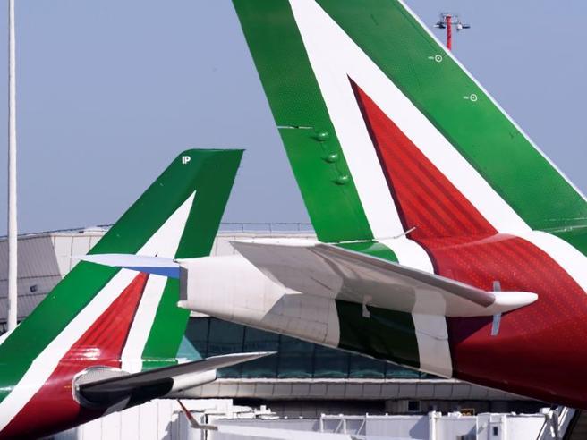Alitalia senza pace, scoppia la «lite» tra i commissari e la nuova compagnia