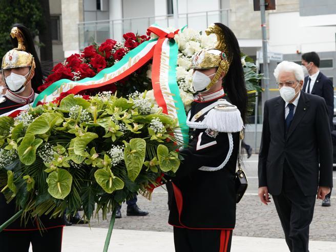 Primo maggio, Mattarella: «Il lavoro sarà il motore della ripartenza.  Non cavalcare lo sconforto da Covid»