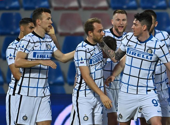 Scudetto all'Inter, sei modi per festeggiare: dal balcone al buon libro (Atalanta permettendo)