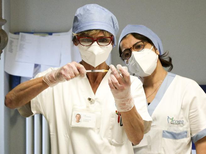 Vaccini, Figliuolo: «Dopo gli over 65, il prossimo passo è sulle classi produttive»
