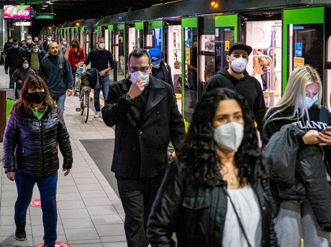 Dai mezzi pubblici allo shopping Come ci siamo mossi con il virus