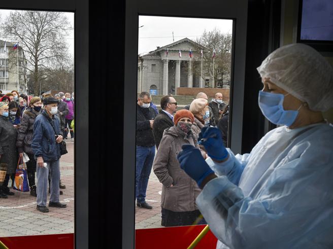 L'Ema avvia l'esame del vaccino   Sinovac Sicilia, 250mila dosi AstraZeneca nei frigo
