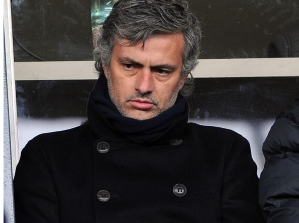 José Mourinho on the bench in Bergamo on 13 December 2009 (Afp / Cacace)