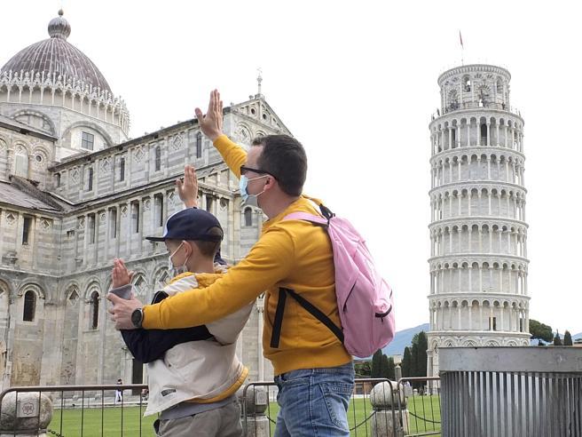Turismo, la spinta di Draghi«Pass per i viaggi, prenotate  qui»