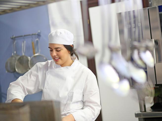 Barriere strutturali (e mentali): la cucina di genere in cifre