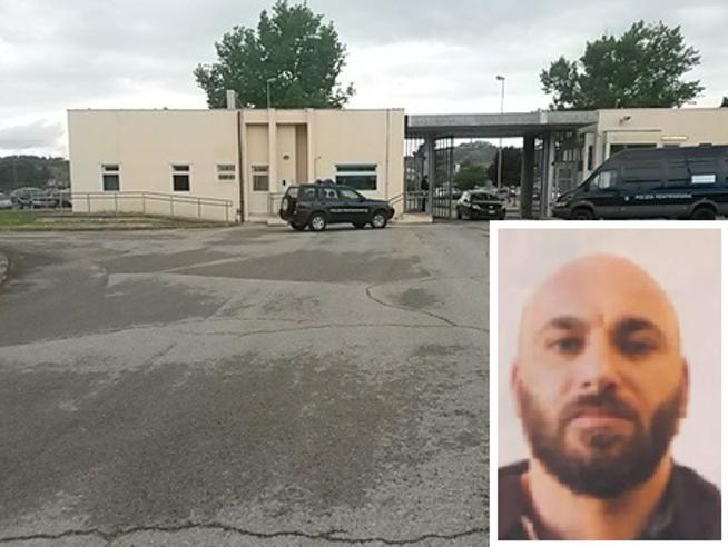 Perugia, ergastolano evade dal carcere: è caccia all'uomo. Nel 2006 uccise un edicolante