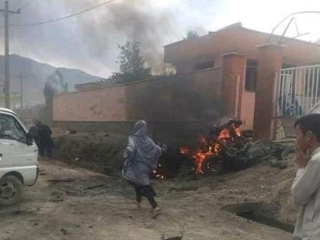 Kabul, bomba alla scuola: almeno 40 morti, per lo più sono studentesse