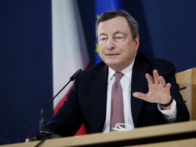 Draghi, riaperture usando la testa, più controlli in aeroporti. Sui vaccini, pensiamo prima a superare il blocco all'export