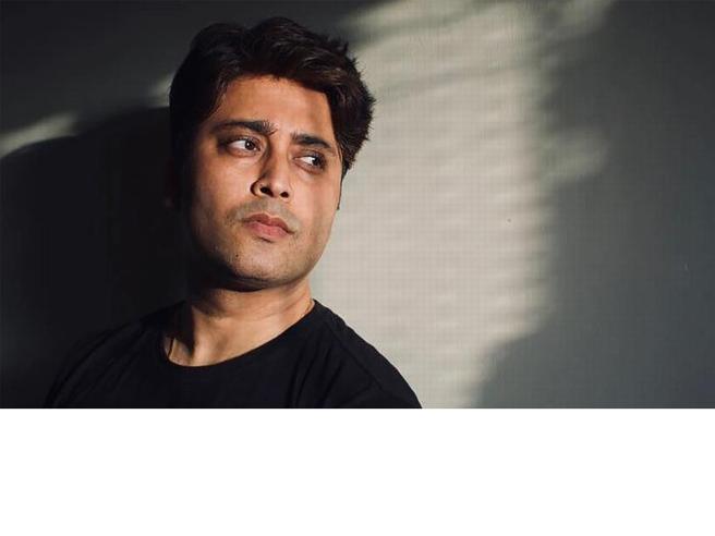 L'attore indiano Rahul Vohra muore di Covid e lascia un video di addio, dove denuncia le cure ricevute