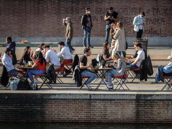 Coprifuoco alle 23 e ristoranti aperti al chiuso: oggi la cabina di regia di Draghi per nuovo decreto e riaperture