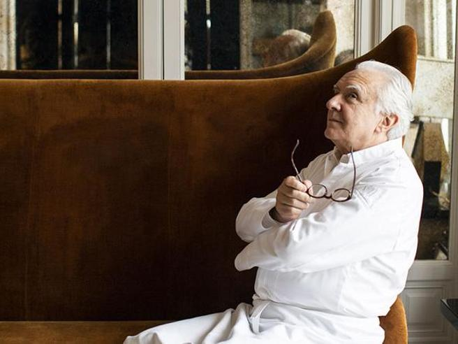 Alain Ducasse lascia «Plaza Athénée»: il suo ristorante tristellato a Parigi