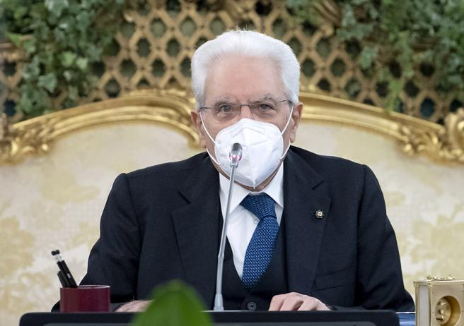 Mattarella e l'omofobia: «Rifiuto assoluto di ogni discriminazione»