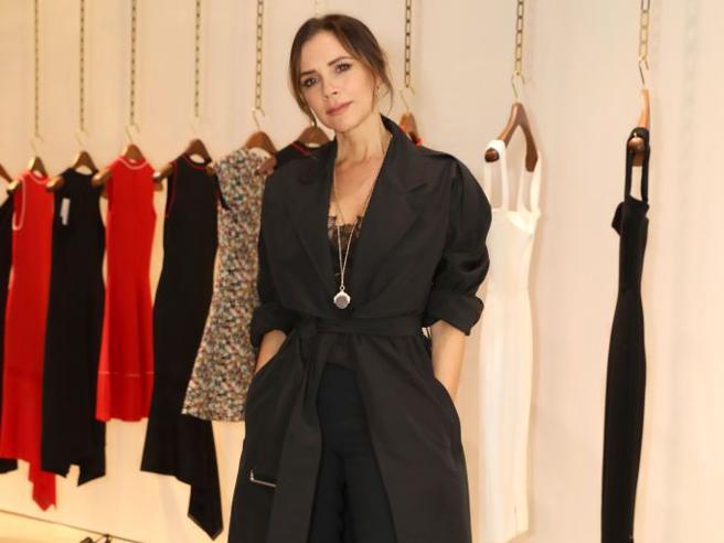 Victoria Beckham 'presta' gli abiti che crea da provare. Se piacciono si acquistano