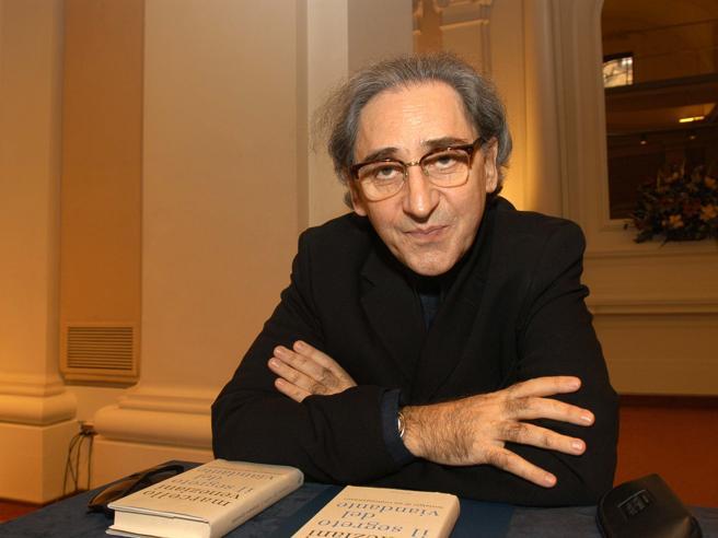 La Povera patria di Battiato, «ma l'Italia rinascerà, lo capisco dai miei concerti»