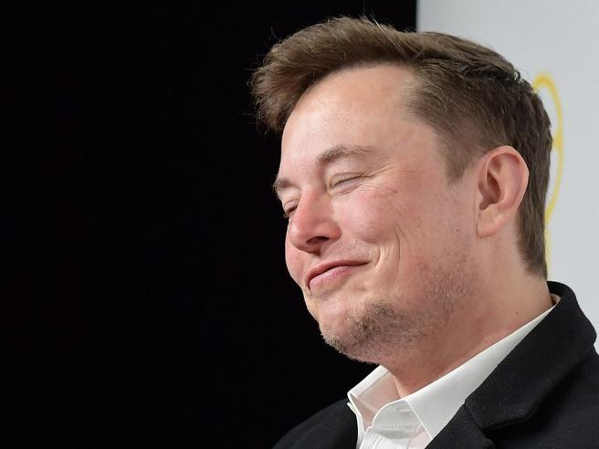 Elon Musk «causa» il crollo dei Bitcoin e perde il 24% del patrimonio: ora è il terzo più ricco al mondo