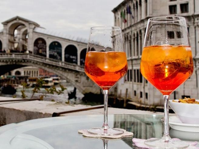 Spritz, la Francia sfida l'Italia con Chandon e arancia amara