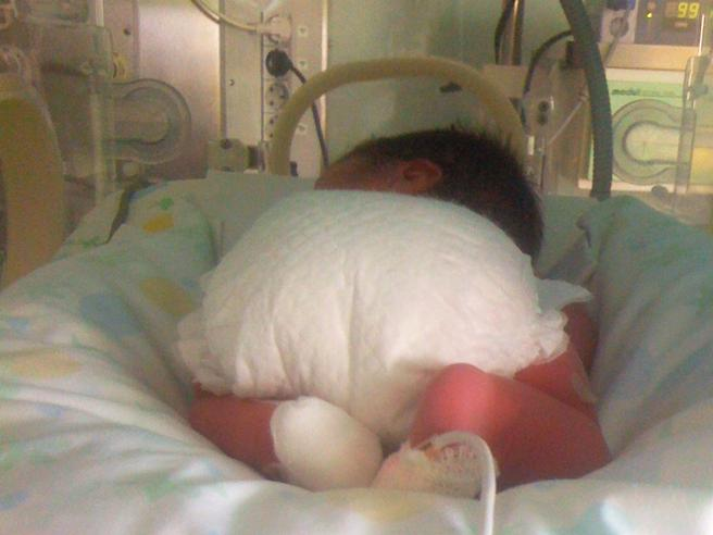 Emergenza adozioni in Italia: tanti abbandoni di neonati in ospedale, domande in calo