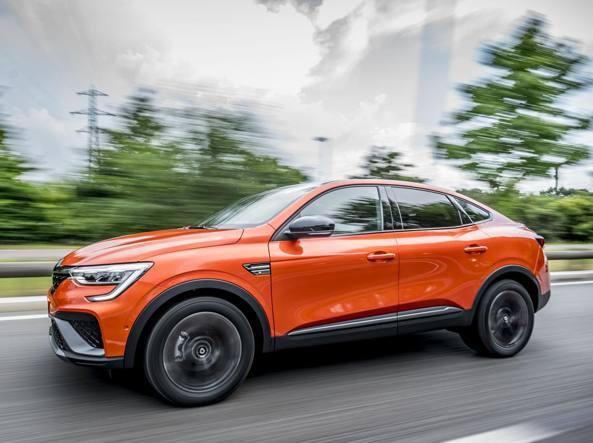 Renault: ecco la versione ibrida della suv-coupé Arkana