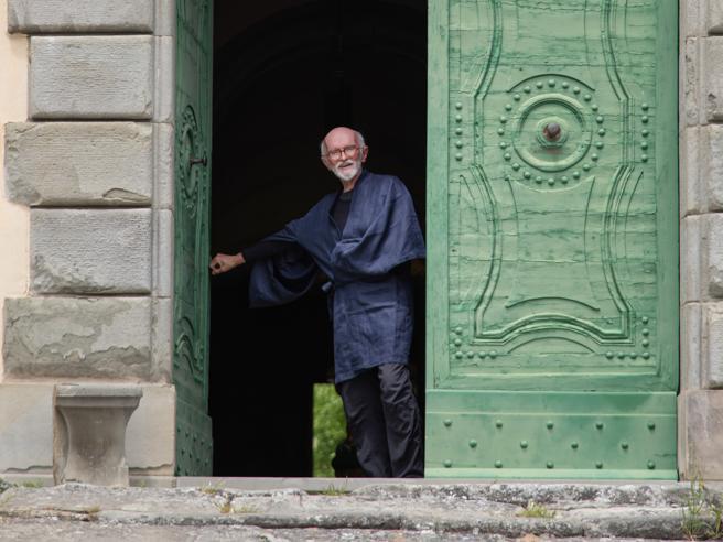 Franco Berrino: «Vi racconto il segreto della longevità felice». Viaggio a Camaldoli nella sua casa-monastero